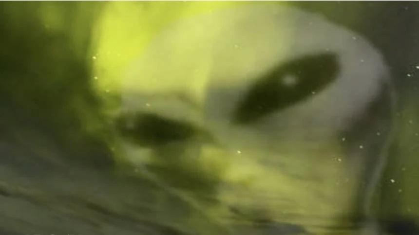 """""""Alienígenas"""" são descobertos nas luzes do norte.  Misteriosas criaturas alienígenas estão se escondendo na atmosfera da Terra?"""