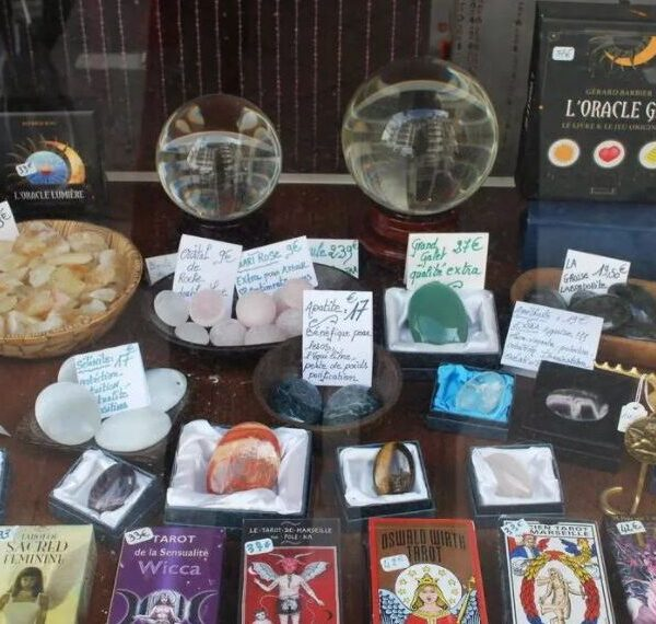 """The revival of the occult in France: youth turn to tarot and astrology during the """"pandemic"""" 2"""