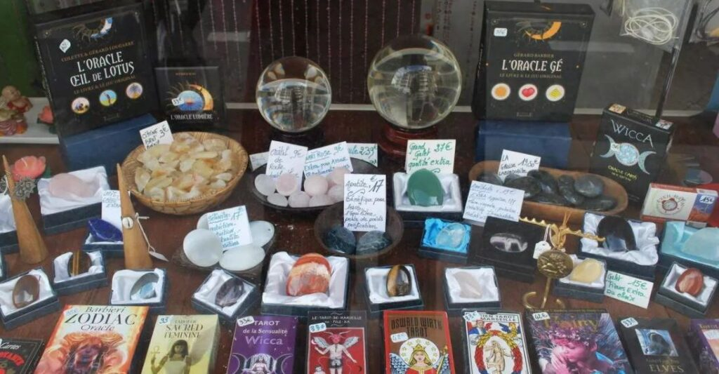 """The revival of the occult in France: youth turn to tarot and astrology during the """"pandemic"""" 1"""