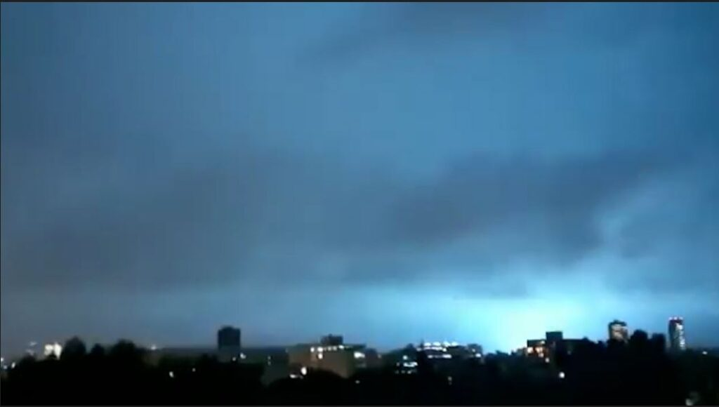 """""""Signs of the Apocalypse"""": eyewitnesses in Mexico are frightened by strange flashes in the sky 1"""