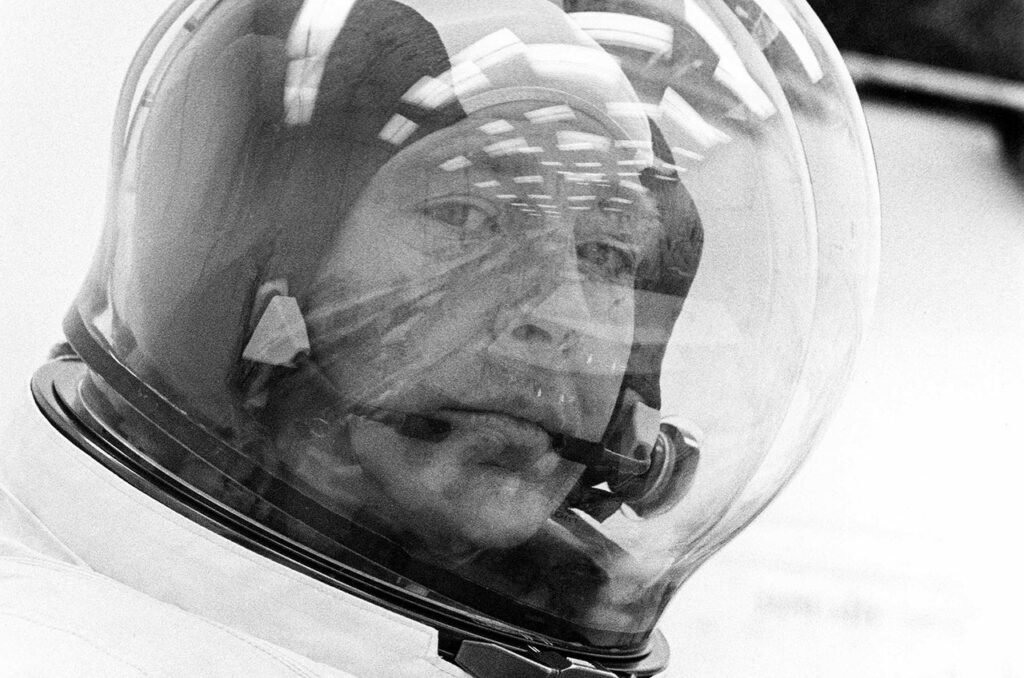 Last interview with astronaut Edgar Mitchell: about NASA and the world in general 1