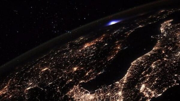 Blue flash in the atmosphere over Europe. An astronaut from the ISS took a photo of an unusual phenomenon 8